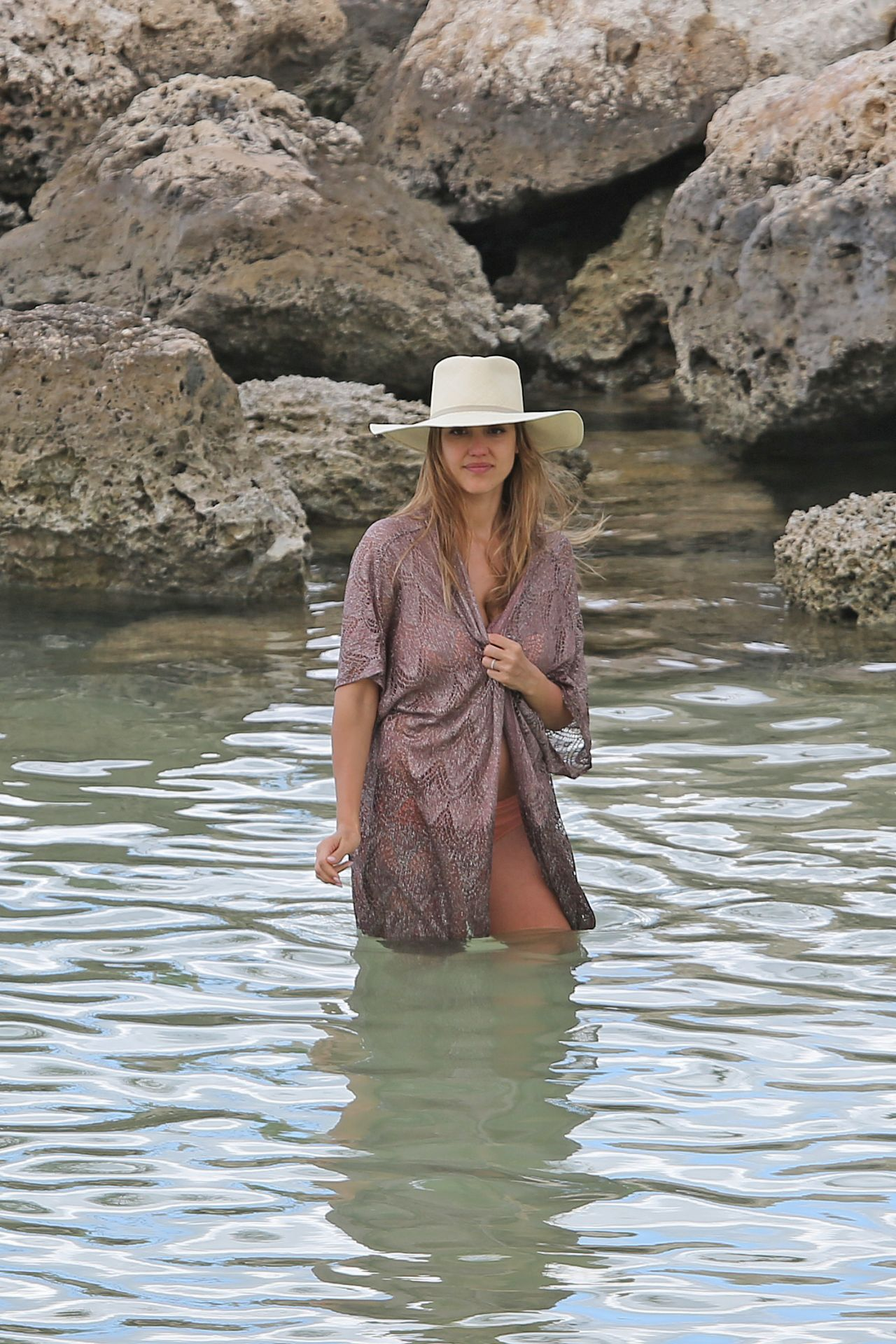 Jessica Alba - Relaxing On The Beach In Hawaii 07152017-5630