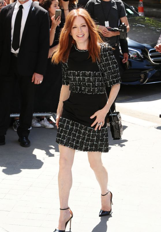 Julianne Moore – Chanel Show at Haute Couture Paris Fashion Week 07/04/2017