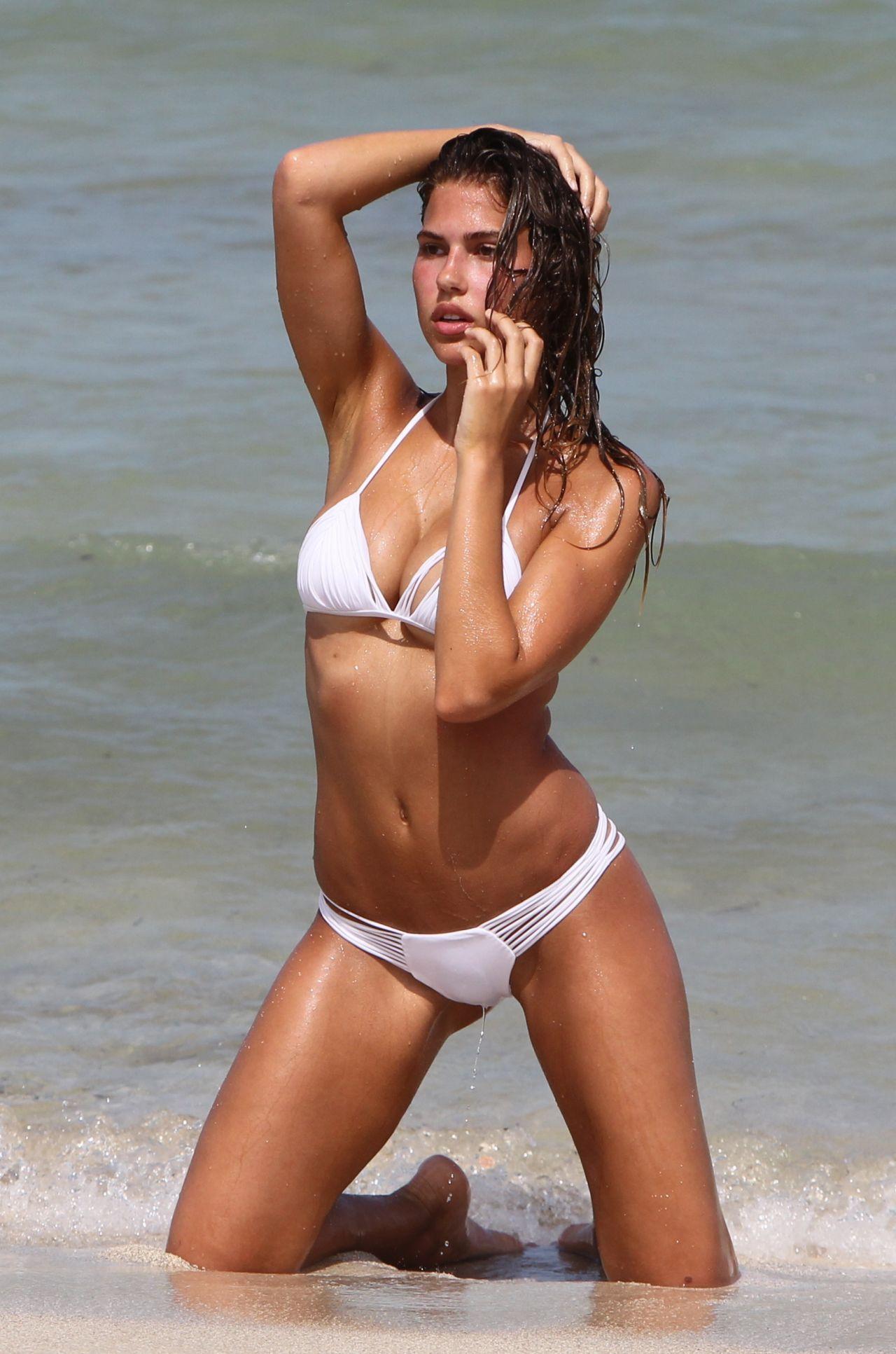 Naked pictures Big brunette dildo tit