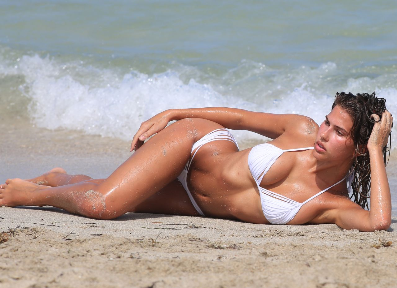 Kara Del Toro in Bikini Hot Photos  Pic 8 of 35