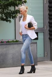 Karlie Kloss - Films a Commercial in Manhattan's Downtown Neighborhood 07/20/2017