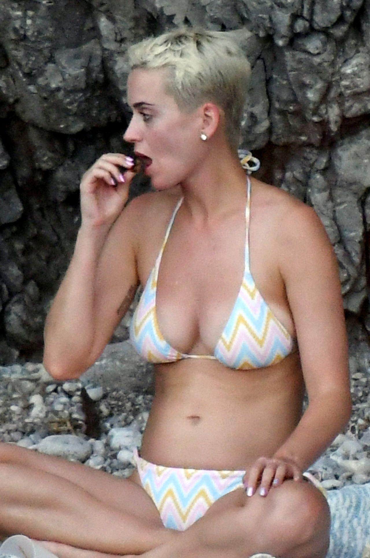 Kate Perry In A Bikini 34