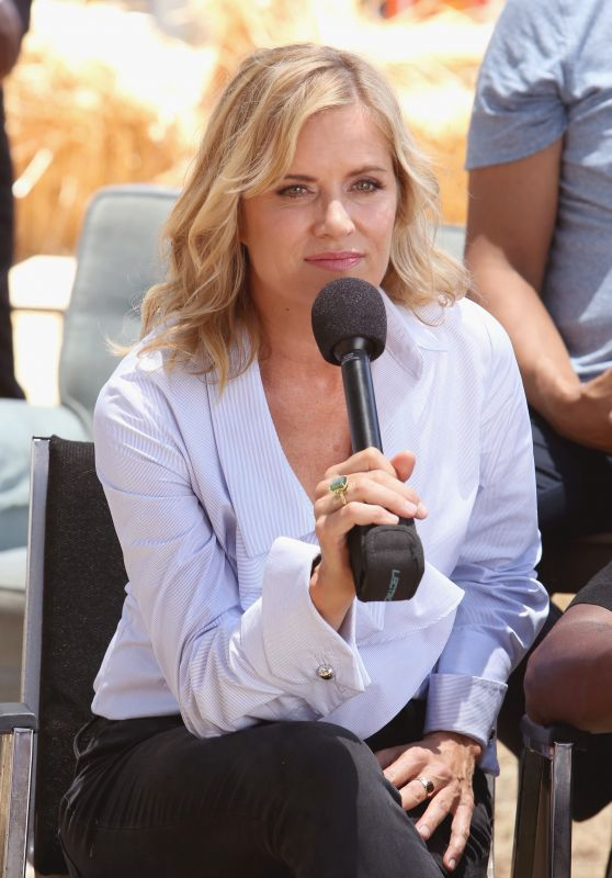 "Kim Dickens - ""Fear the Walking Dead"" Autograph Signing at Comic-Con in San Diego 07/22/2017"