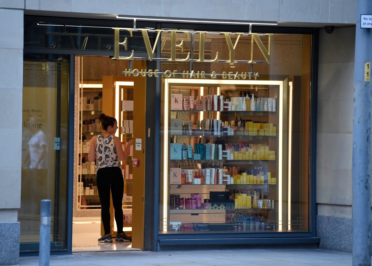 Kym marsh leaves evelyn hair and beauty salon in for Beauty salons in manchester