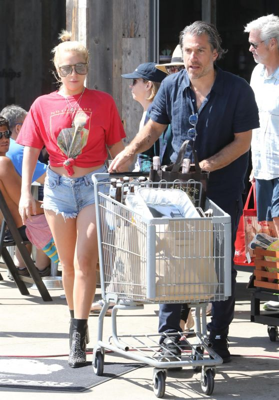 Lady Gaga and Christian Carino - Grocery Shopping at Vintage Grocers in Malibu 07/02/2017