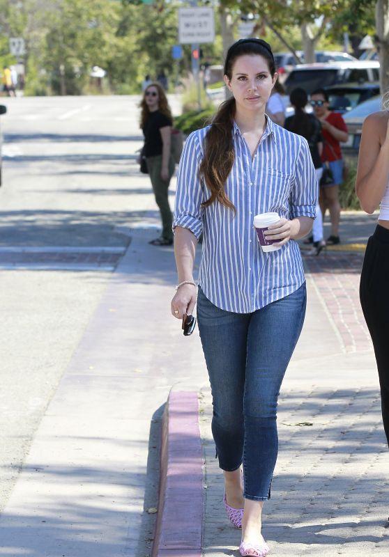 Lana Del Rey in Tight Jeans - Getting Coffee Bean in LA 07/04/2017
