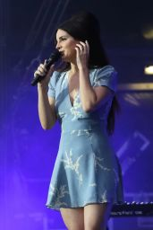 Lana Del Rey Performs Live at Lollapalooza Paris 07/23/2017