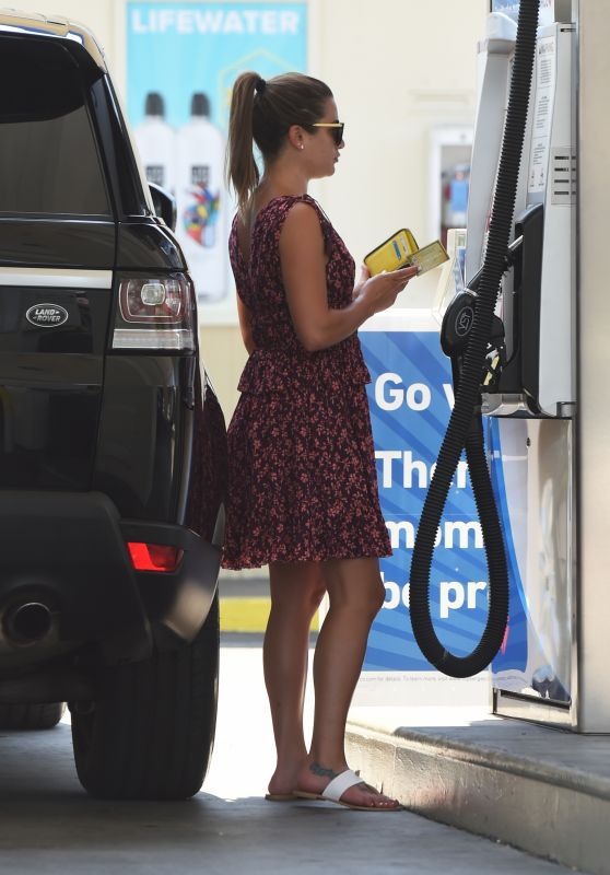 Lea Michele Pumping Gas - West Hollywood, CA 07/10/2017
