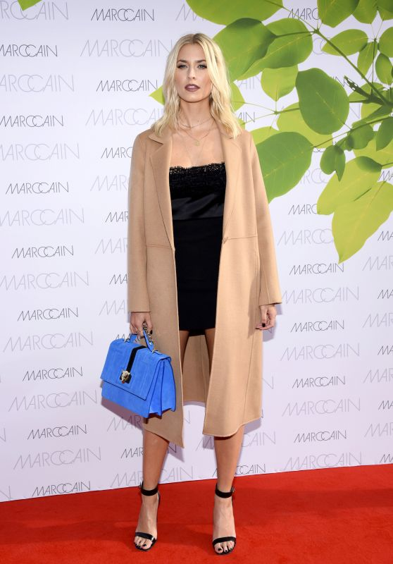 Lena Gercke at Riani Show – Mercedes Benz Fashion Week Berlin 07/04/2017