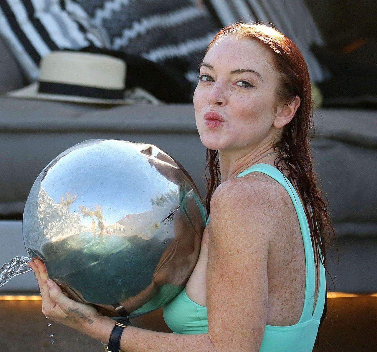 Lindsay Lohan in a Pool in Mykonos 07/24/2017 линдси лохан