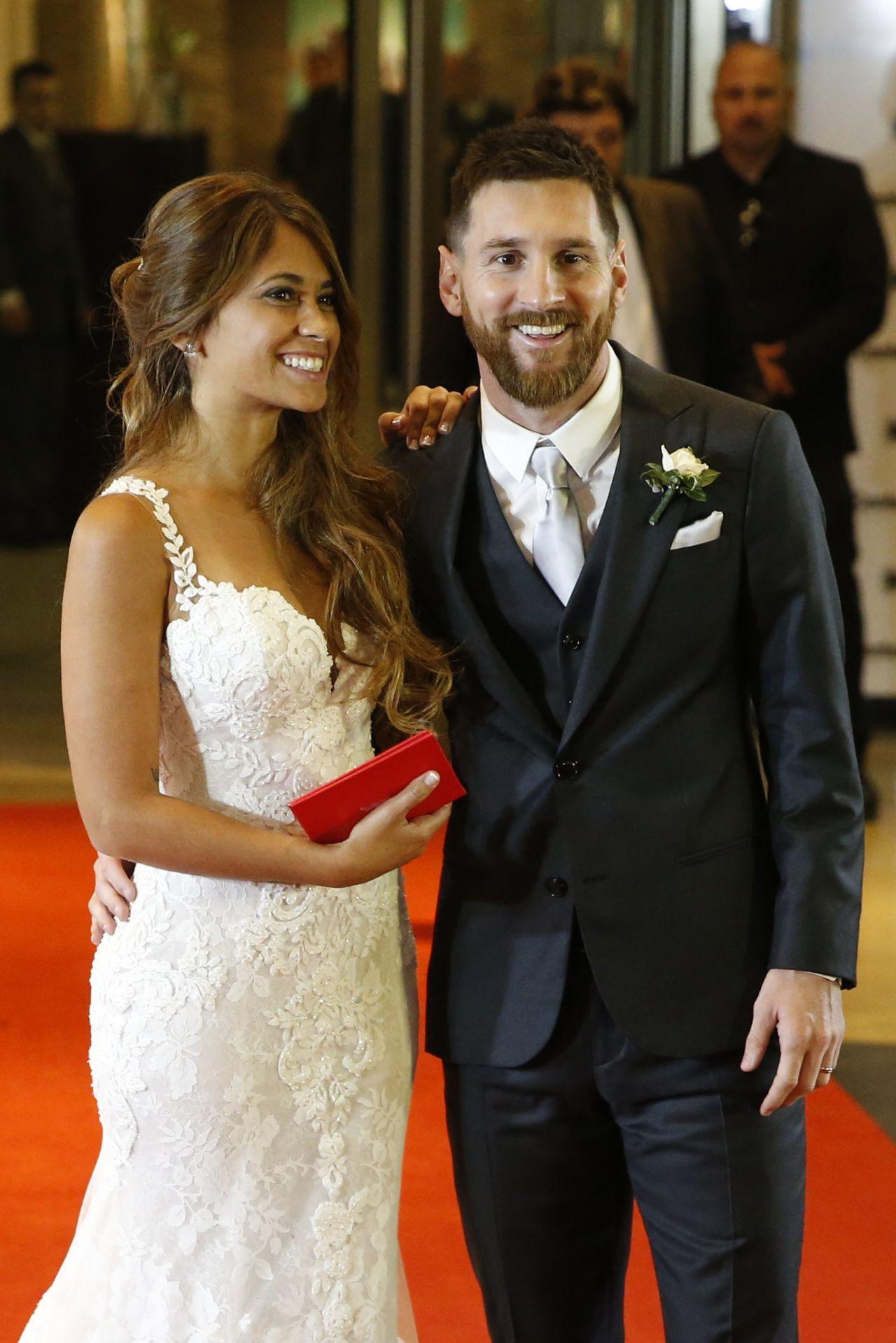 Lionel Messi and Wife Antonella Roccuzzo - Wedding ...