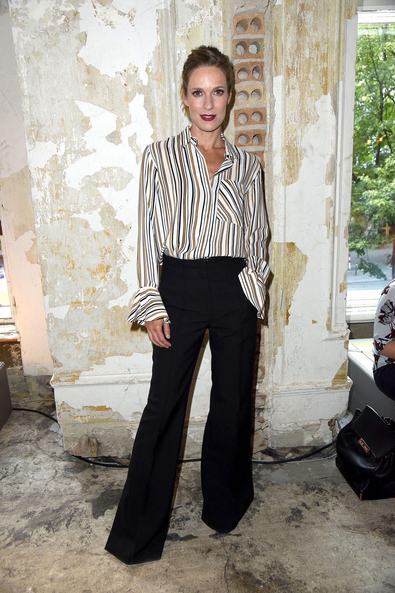 Lisa martinek saskia diez dorothee schumacher show mercedes benz fashion week in berlin naked (97 photo), Boobs Celebrites foto