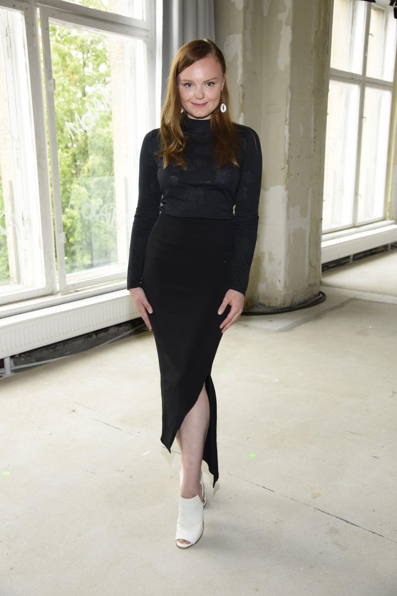 Maria Dragus Malaikaraiss Show At Mercedes Benz Fashion