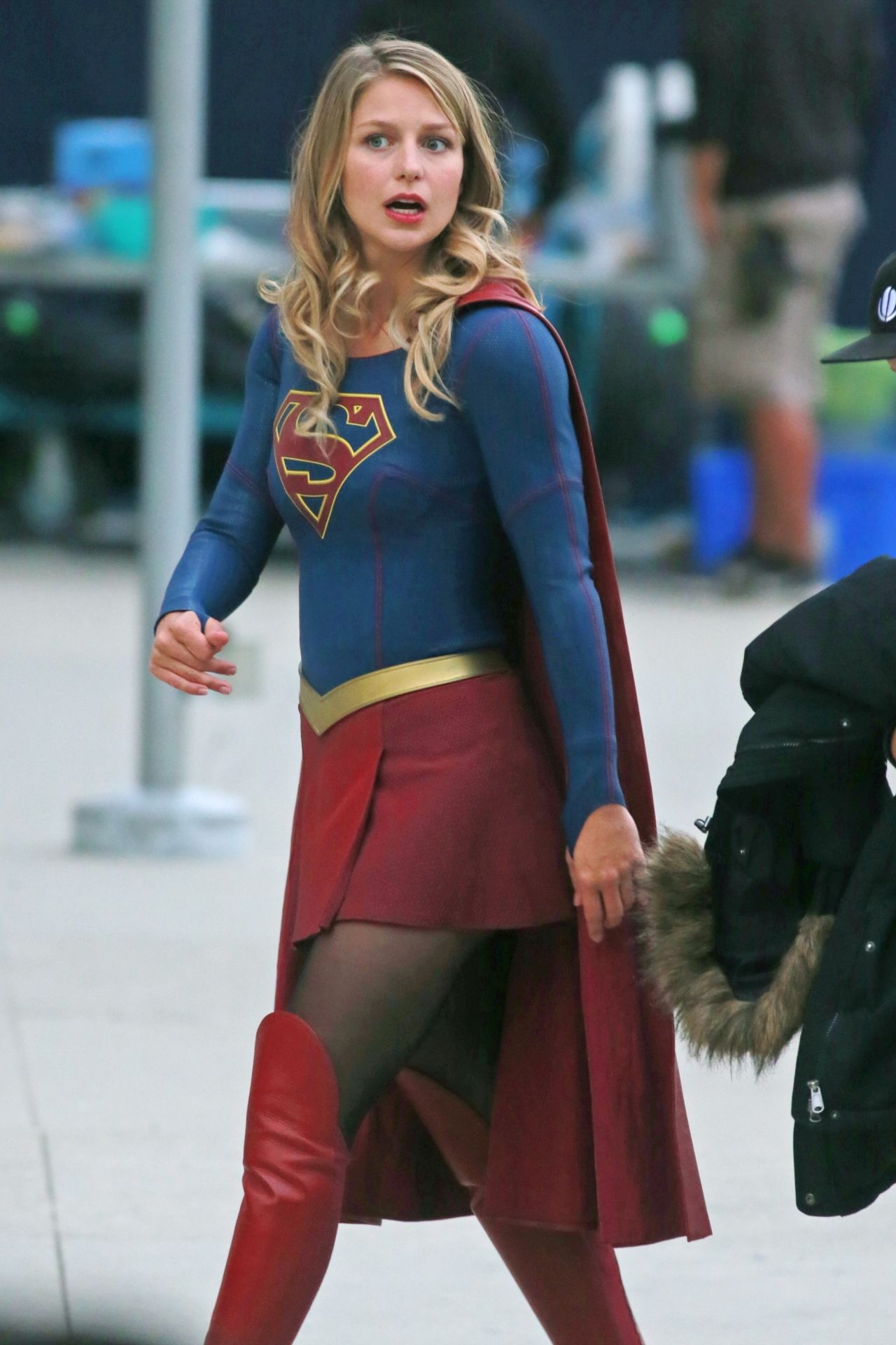 Melissa Benoist Quot Supergirl Quot Set In Downtown Vancouver 07