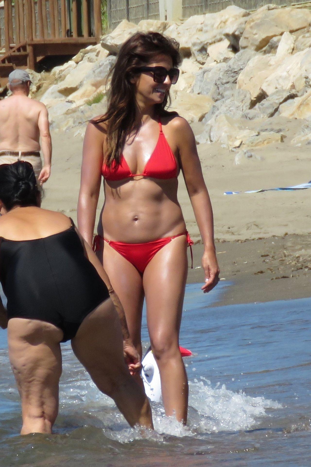 45025 >> Monica Cruz in Red Bikini on the Beach in Marbella 07/05/2017
