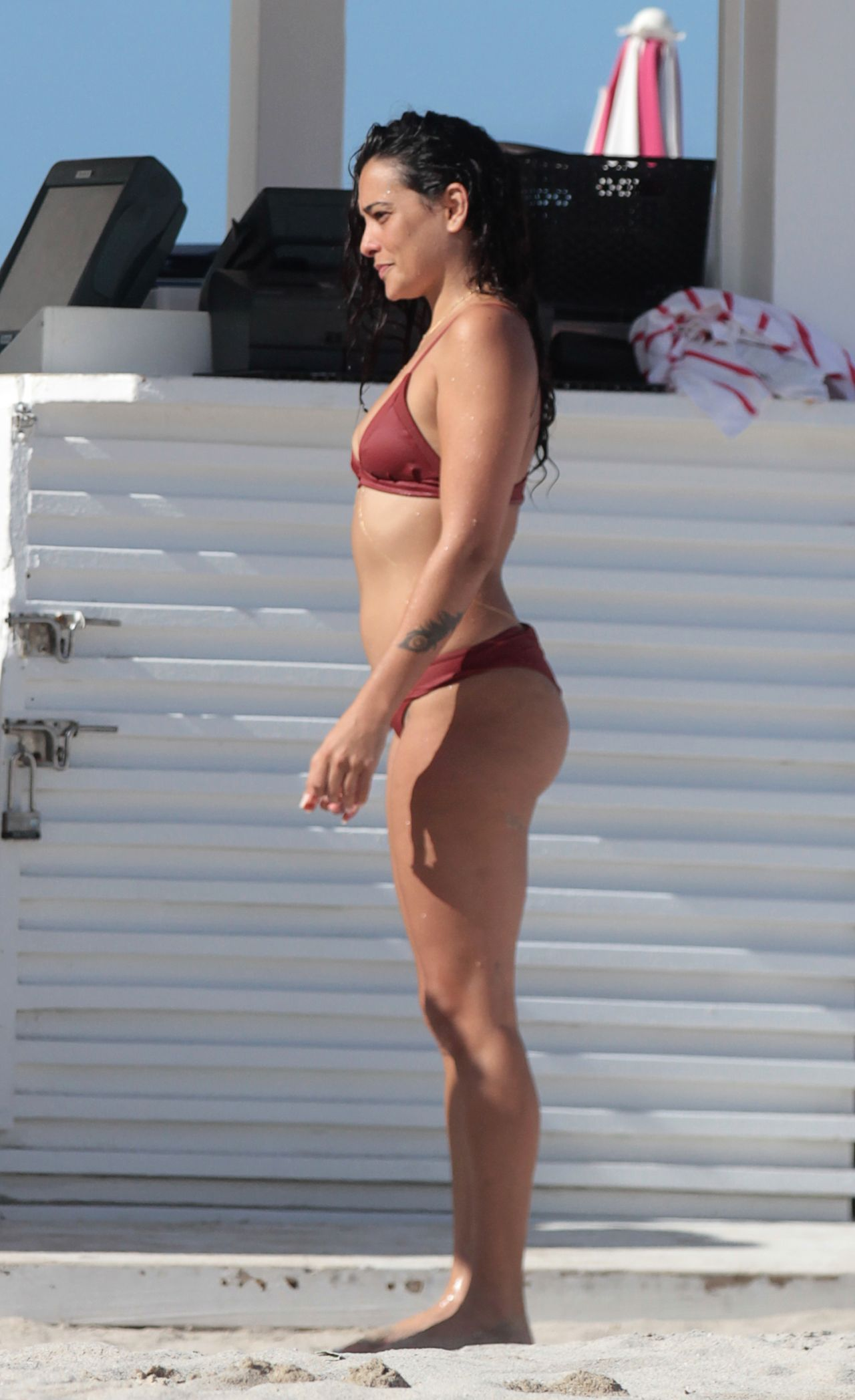 Watch Natalie martinez shows off her swimsuit body in miami beach video
