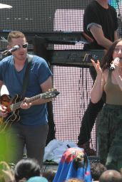 Noah Cyrus – Performing Live at the Y100 Mack-A-Poolooza Festival in Miami Beach 07/15/2017