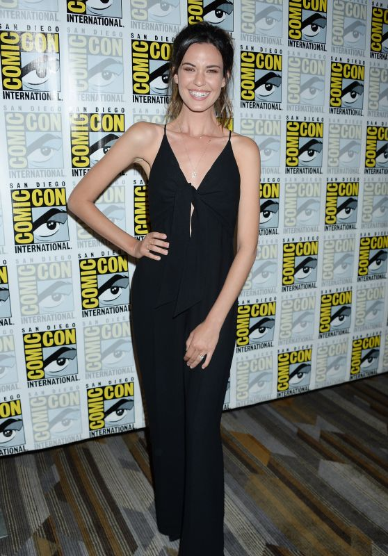 "Odette Annable - ""Supergirl"" TV Show Photocall at Comic-Con International in San Diego 07/22/2017"