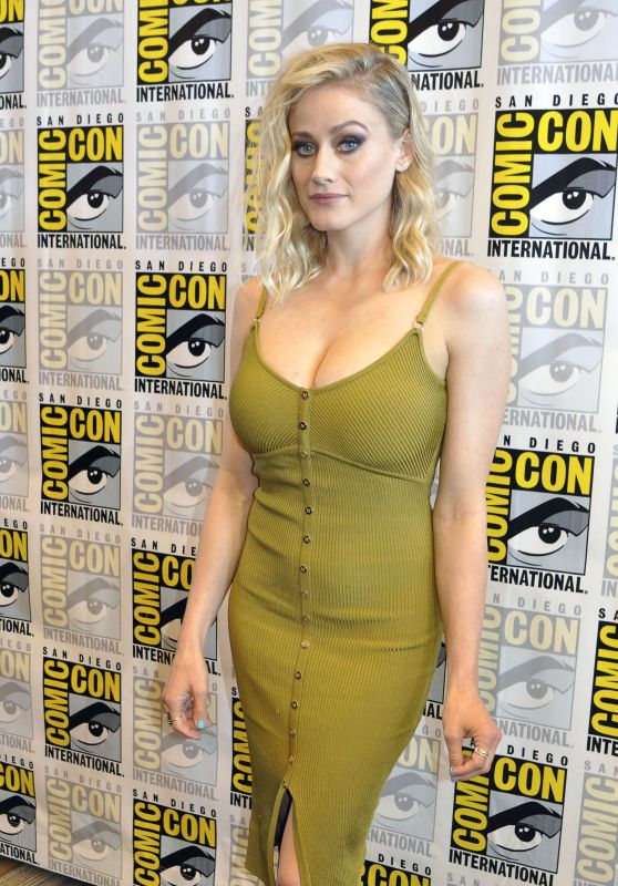 "Olivia Taylor Dudley - ""The Magicians"" Photocall During the San Diego Comic-Con 07/22/2017"