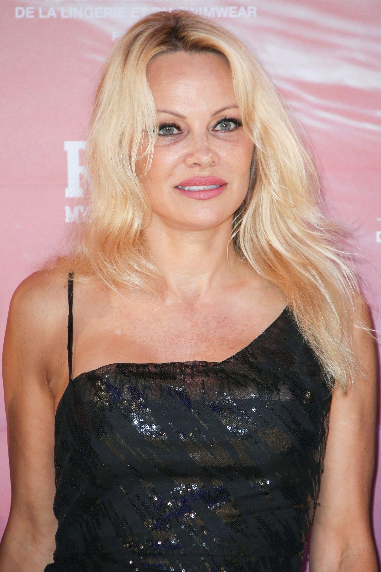 Pamela Anderson - Rock My Swim Show in Paris 07/08/2017 Pamela Anderson