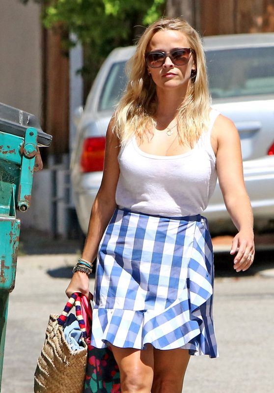 Reese Witherspoon - Shopping in Santa Monica 07/27/2017