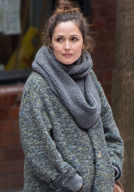 "Rose Byrne - Filming ""Juliet, Naked"" in West London 07/23/2017"