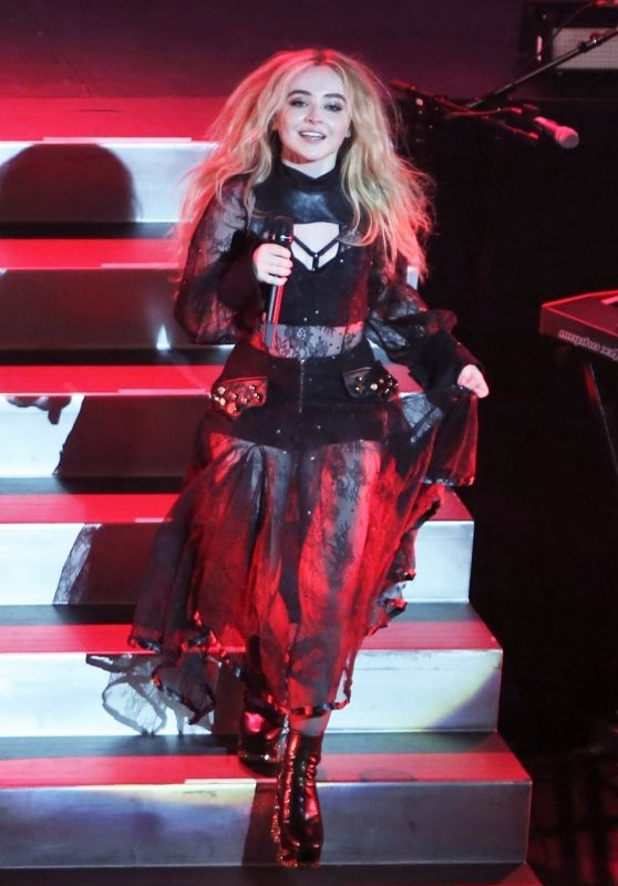 """Sabrina Carpenter - Performs Live at the Vogue Theatre for her """"DETOUR"""" Tour in Vancouver 07/06/2017"""