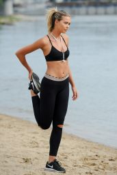 Sandra Kubicka in Leggings and Sports Bra - Poland 07/08/2017