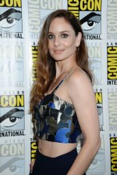 "Sarah Wayne Callies - ""Colony"" Press Line at Comic-Con in San Diego 07/20/2017"