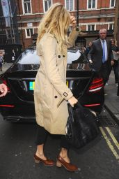 """Sienna Miller - Arrives at The Apollo Theatre For a """"Cat On A Hot Tin Roof"""", London 07/28/2017"""