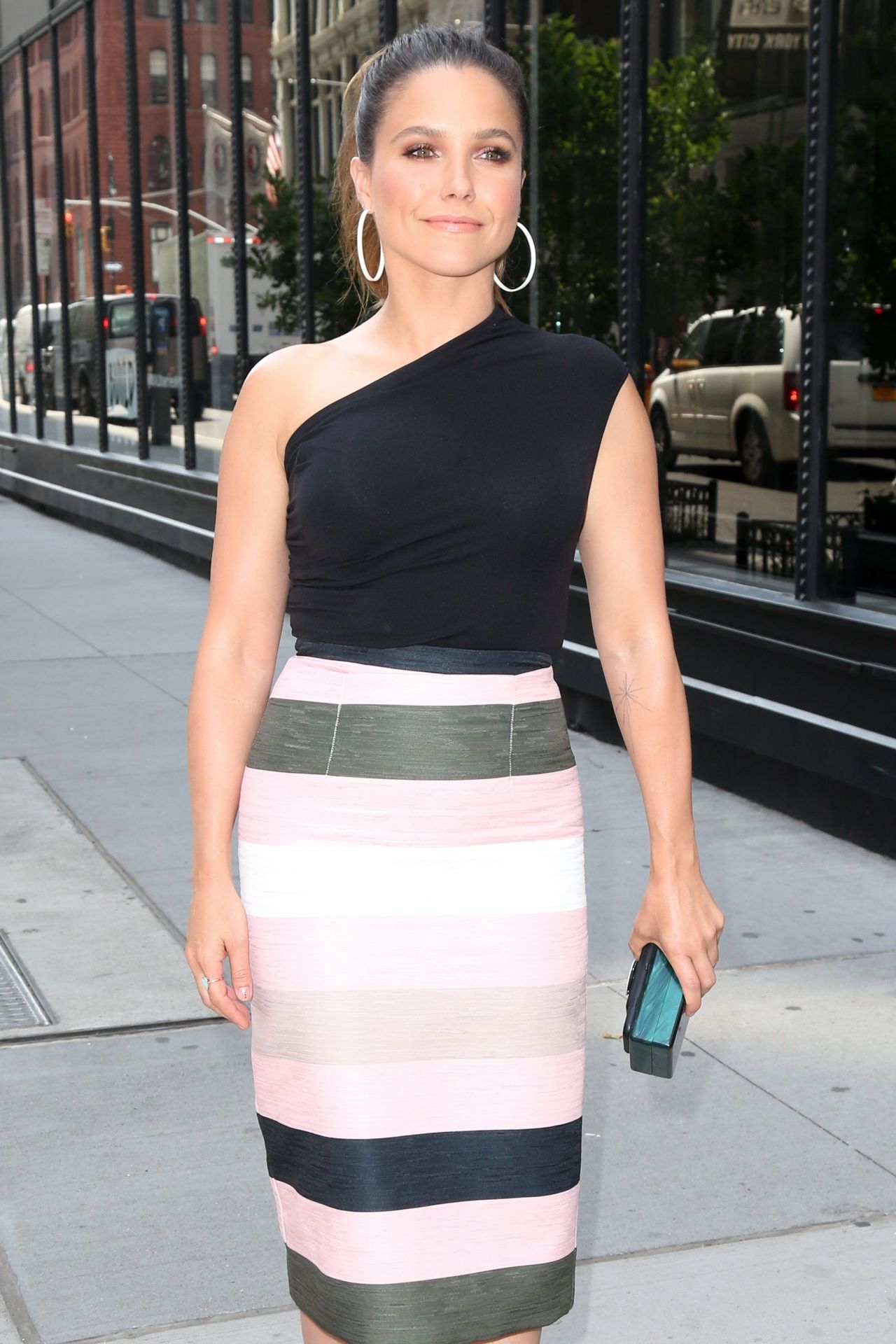 Sophia Bush Is Looking All Stylish Aol Build Speaker