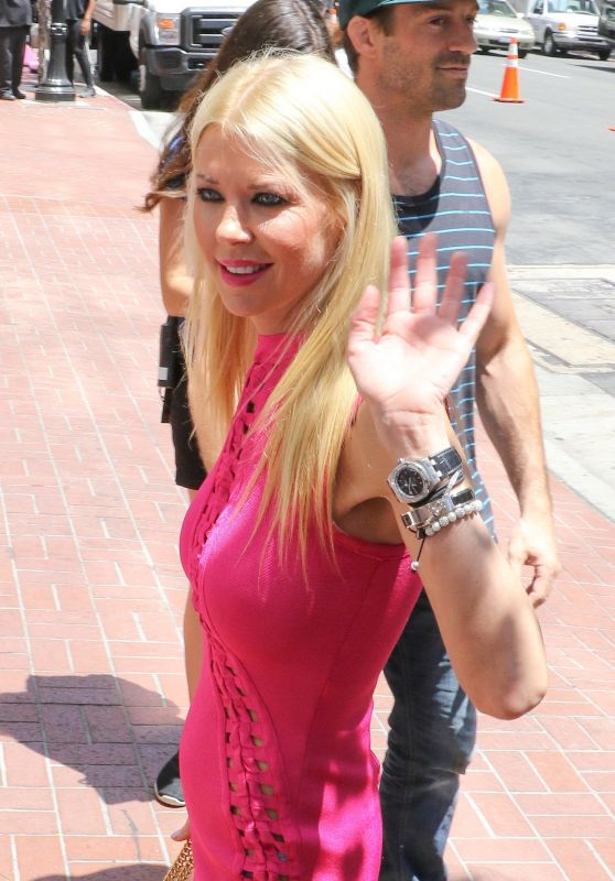 "Tara Reid - Promotes ""Sharknado 5: Global Swarming"" at Comic Con in San Diego 07/21/2017"