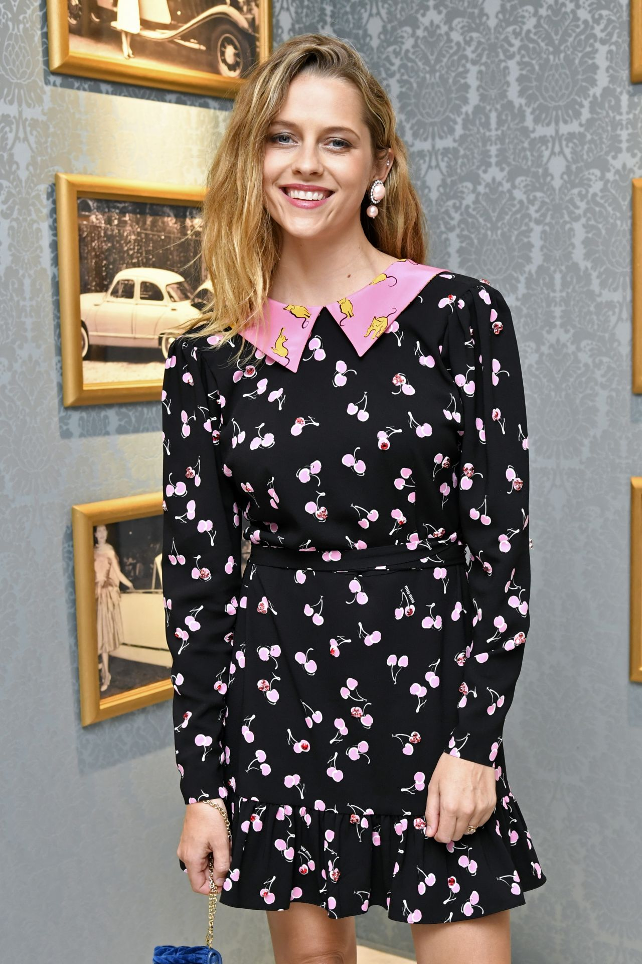 http://celebmafia.com/wp-content/uploads/2017/07/teresa-palmer-miu-miu-dinner-at-haute-couture-fashion-week-in-paris-07-02-2017-1.jpg