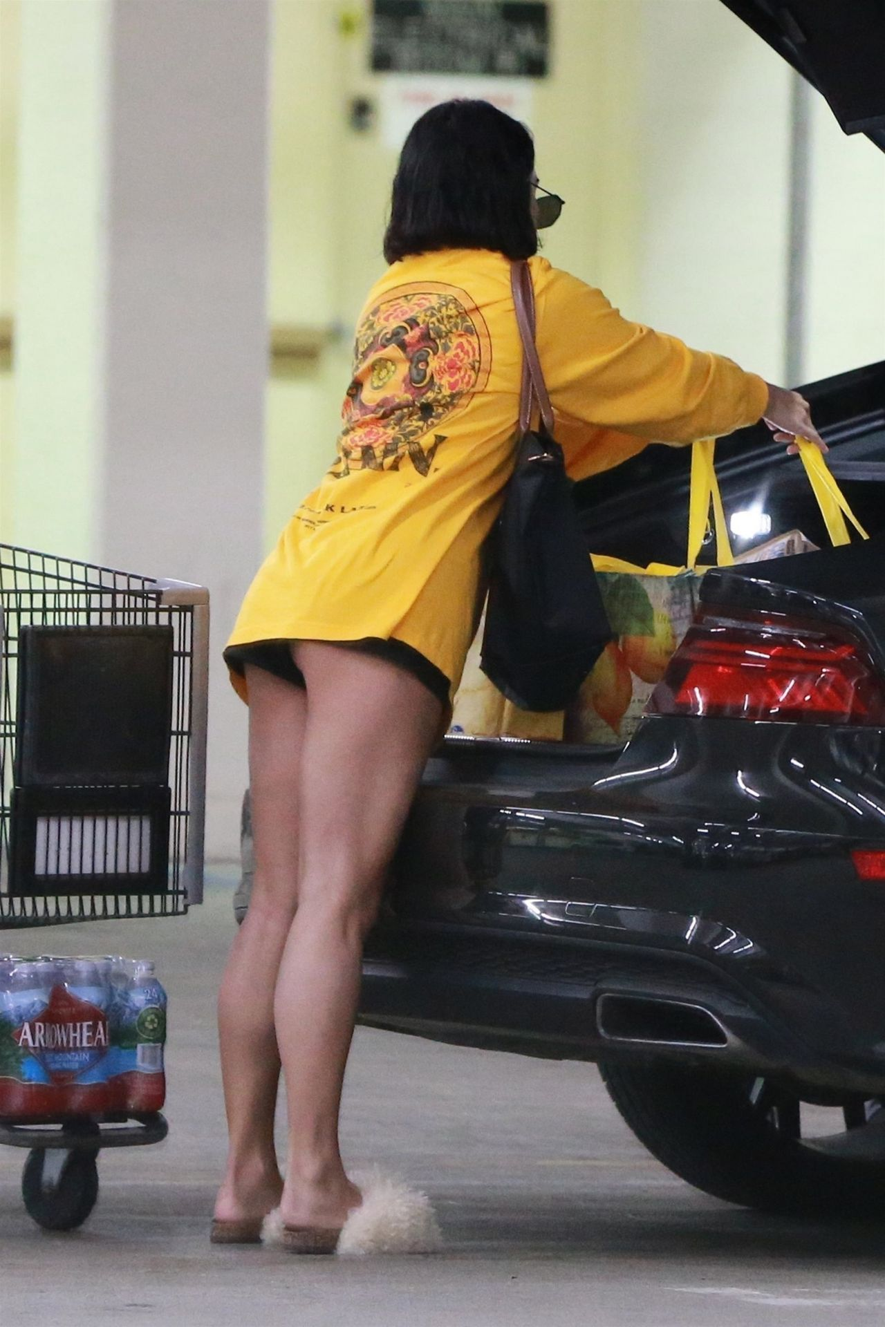Vanessa Hudgens Showing Off Her Toned Legs Shopping In