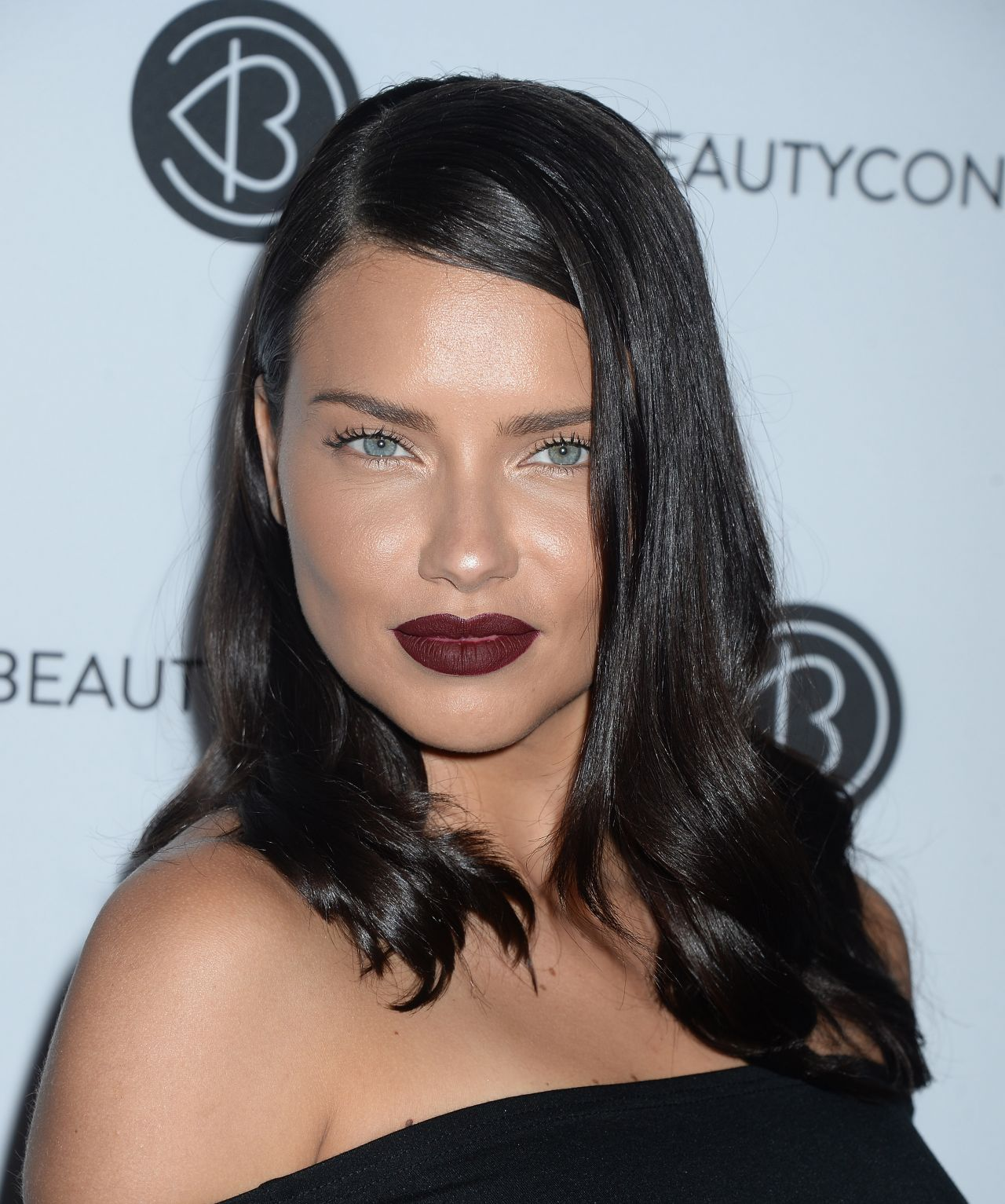 Adriana Lima: Beautycon Festival In Los Angeles 08/12/2017