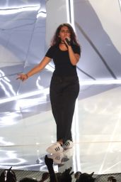 Alessia Cara – MTV Video Music Awards in Los Angeles 08/27/2017