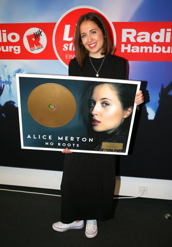 Alice Merton at Radio Hamburg 08/03/2017