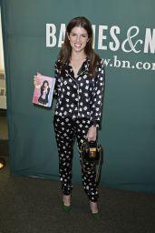 Anna Kendrick - Barnes and Noble in Union Square, NY 08/19/2017