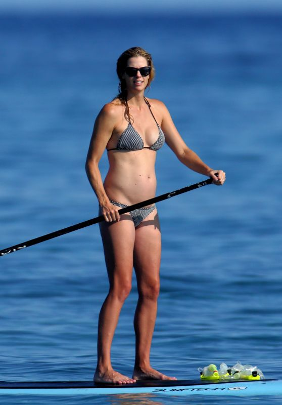 Anna Rawson in Bikini - Paddle Boarding in Hawaii 08/08/2017