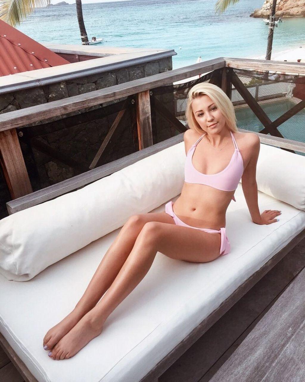 Ava sambora pink bikini