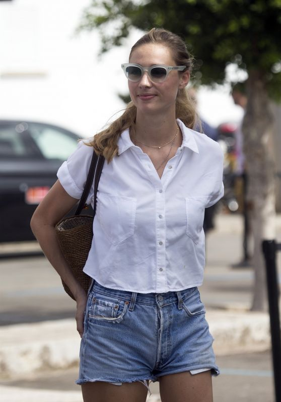 Beatrice Borromeo - Spanish Sailing King
