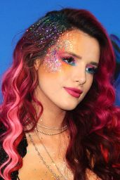 Bella Thorne - Teen Choice Awards in Los Angeles 08/13/2017