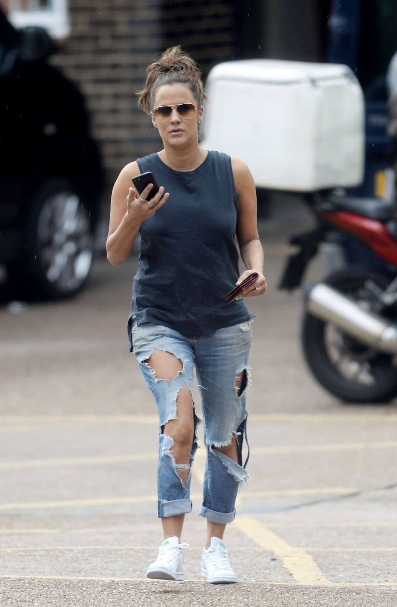 Caroline Flack In Ripped Jeans Out In London 08 02 2017