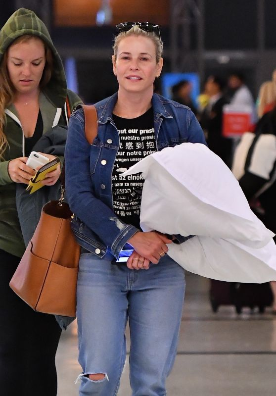 Chelsea Handler - Airport in Los Angeles 08/10/2017