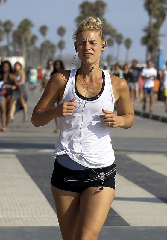 Claire Danes- Running in Santa Monica 08/07/2017