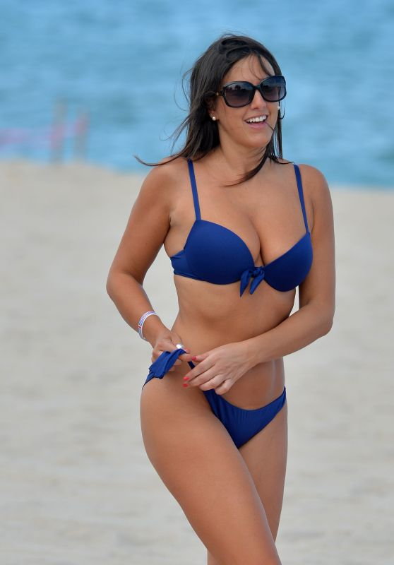 Claudia Romani in Bikini - Does Yoga in West Palm Beach, FL 07/30/2017