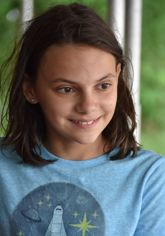"Dafne Keen - On set of ""Ana"" in Puerto Rico 08/24/2017"