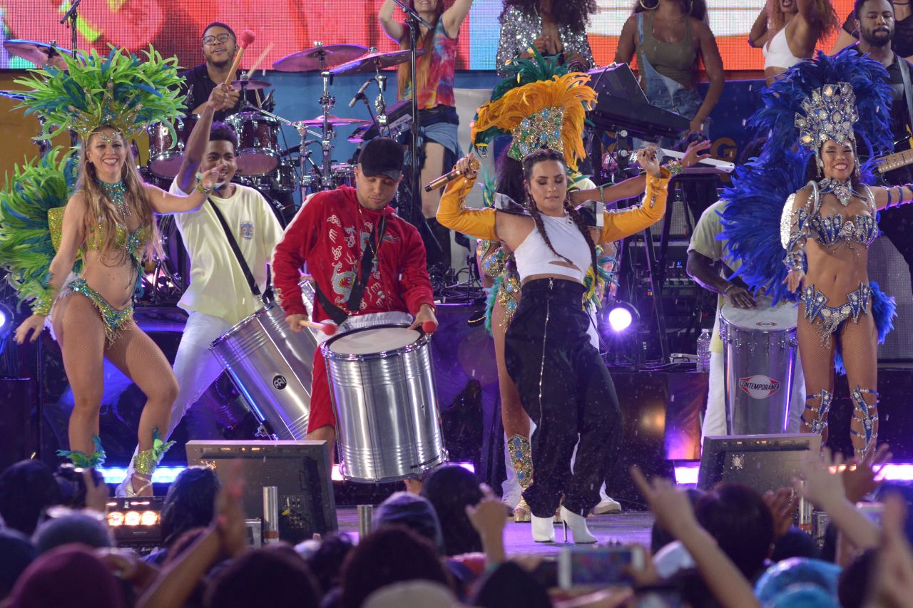 Good Morning America Performances : Demi lovato concert on good morning america in central