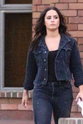 Demi Lovato Street Style - Running Errands in LA 08/28/2017