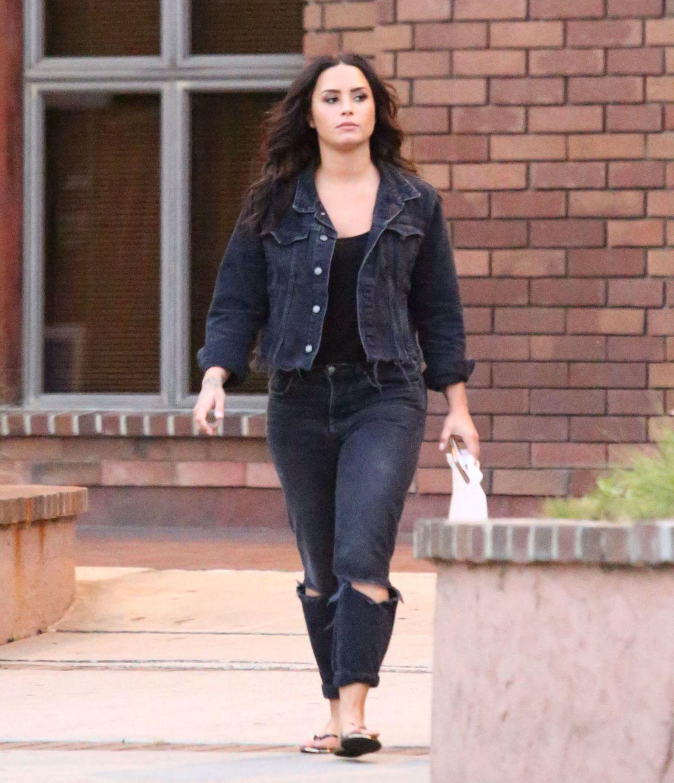 Demi Lovato Street Style Running Errands In La 08 28 2017